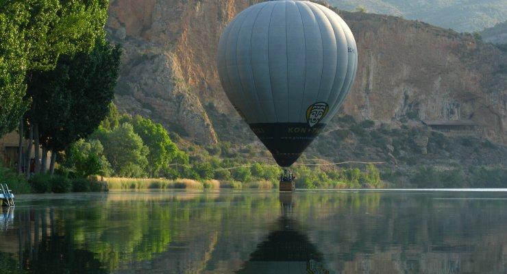 Vol en globus sobre el pantà de Camarasa