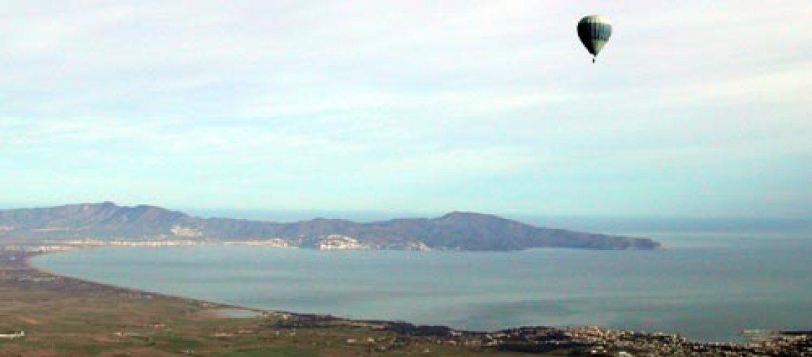 Sobrevolando en globo la comarca del Alt Empordà (Catalunya) - España