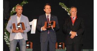 L'Àngel Aguirre, rep el premi TICAnoia a la implantació web de mans del M.H. President de la Generalitat Sr. Artur Mas