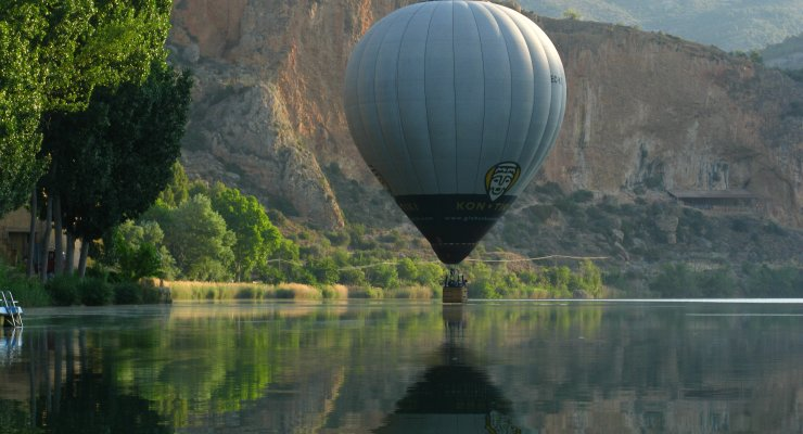 Balloon flight over the swamp of Camarasa